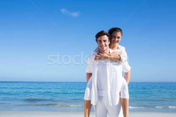 Jóképű férfi malac hát barátnő tengerpart nő Stock fotó © wavebreak_media