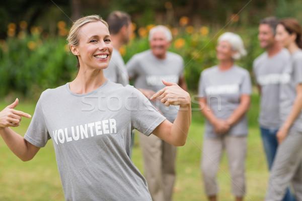 Mutlu gönüllü tshirt Stok fotoğraf © wavebreak_media