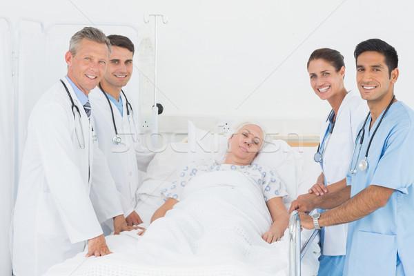 Orvos magyaráz jelentés női beteg kórház Stock fotó © wavebreak_media