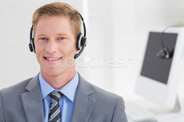 Bonito agente fone call center homem Foto stock © wavebreak_media