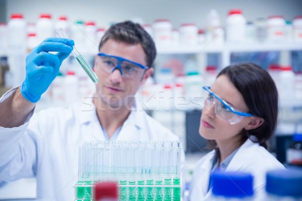 Sorridere chimico provetta liquido laboratorio Foto d'archivio © wavebreak_media