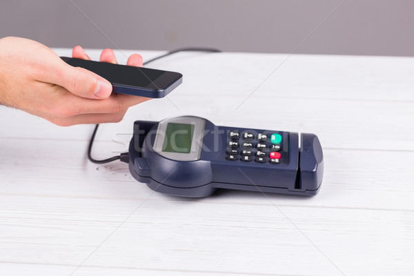 Man smartphone salaris houten tafel business Stockfoto © wavebreak_media