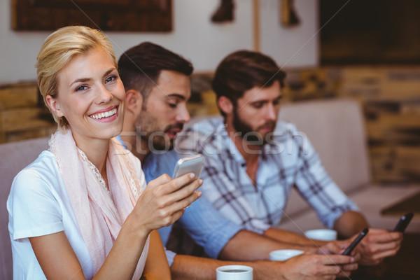 Vrienden opknoping uit cafe computer man Stockfoto © wavebreak_media