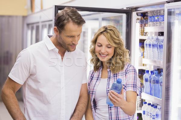 улыбаясь пару глядя фляга случайный супермаркета Сток-фото © wavebreak_media