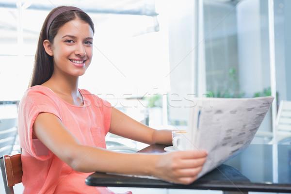 Fiatal boldog nő mosolyog kamera tart újság Stock fotó © wavebreak_media