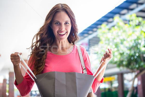 Pretty woman shopping femminile sorridere Foto d'archivio © wavebreak_media