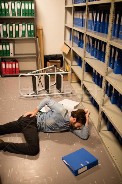 Geschäftsmann Datei Abstellraum Arbeitsplatz Büro Laptop Stock foto © wavebreak_media