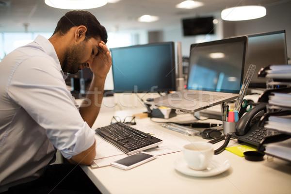 беспокойный бизнесмен сидят служба голову стороны Сток-фото © wavebreak_media