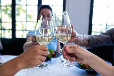 Para trzymając się za ręce posiłek restauracji kobieta żywności Zdjęcia stock © wavebreak_media