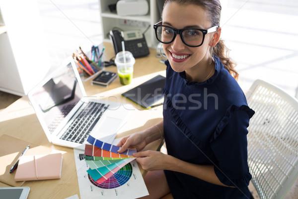 женщины цвета тень столе Сток-фото © wavebreak_media