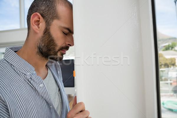 Frustré designer mur bureau affaires Photo stock © wavebreak_media