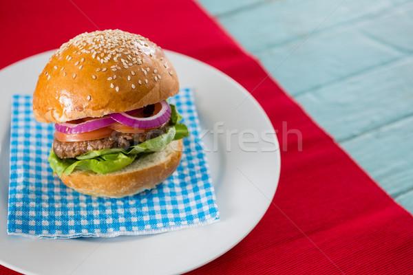 Hambúrguer servido guardanapo prato tabela azul Foto stock © wavebreak_media