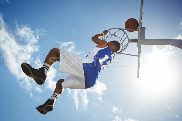 Vista masculina adolescente colgante baloncesto Foto stock © wavebreak_media