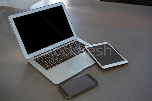 Laptop tablet telefoon aanrecht digitale mobiele telefoon Stockfoto © wavebreak_media