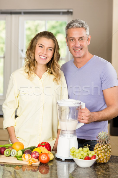 Glimlachend paar gezonde smoothie keuken man Stockfoto © wavebreak_media