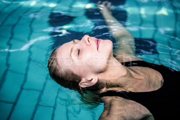 Femme piscine loisirs centre Photo stock © wavebreak_media
