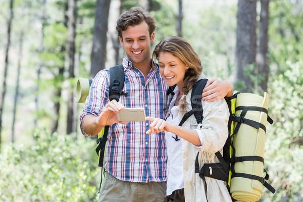 счастливым пару глядя Постоянный лес Сток-фото © wavebreak_media