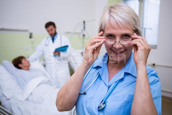 портрет улыбаясь медсестры зрелище больницу Сток-фото © wavebreak_media