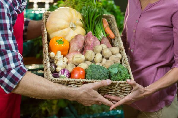 男性 スタッフ 女性 食料品 ショッピング ストックフォト © wavebreak_media