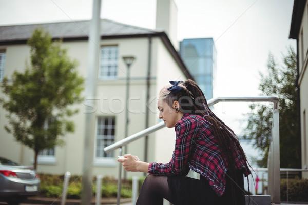 Mulher telefone móvel escritório escola negócio feliz Foto stock © wavebreak_media