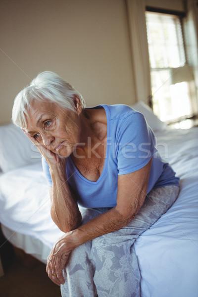 Endişeli kıdemli kadın oturma yatak yatak odası Stok fotoğraf © wavebreak_media