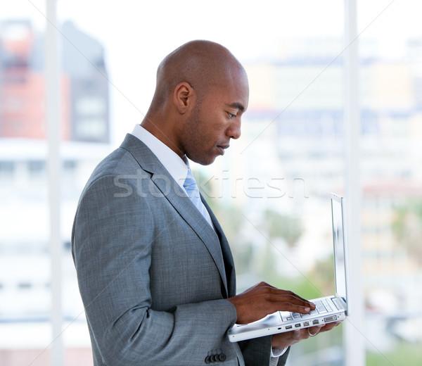 Portret biznesmen pracy laptop firmy Zdjęcia stock © wavebreak_media