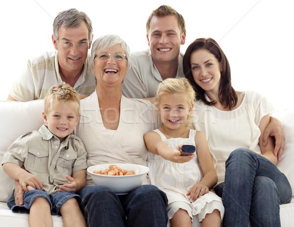 Familia comer chips casa familia feliz Foto stock © wavebreak_media