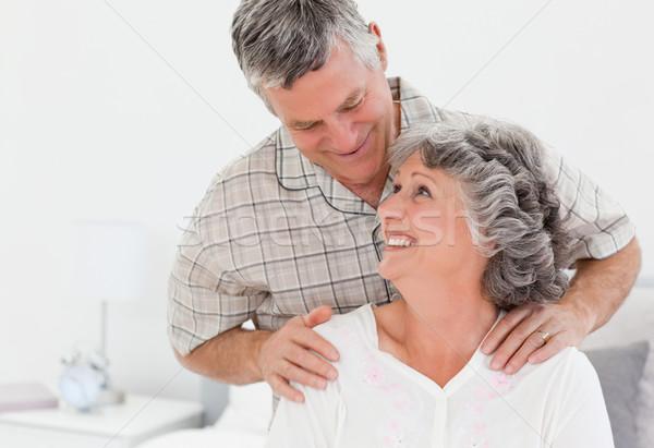Nyugdíjas férfi masszázs feleség otthon nő Stock fotó © wavebreak_media
