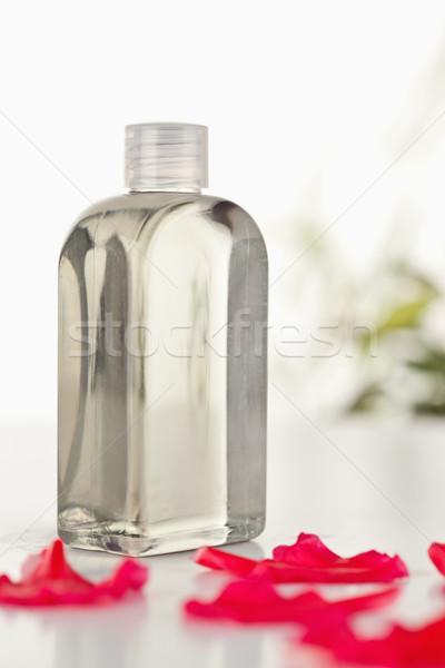 Stock fotó: üveg · flaska · rózsaszín · szirmok · kamera · fókusz