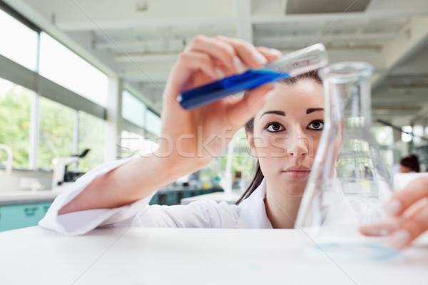 Fókuszált tudomány diák áramló folyadék flaska Stock fotó © wavebreak_media