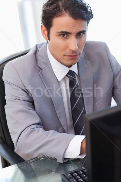 портрет серьезный бизнесмен рабочих компьютер служба Сток-фото © wavebreak_media