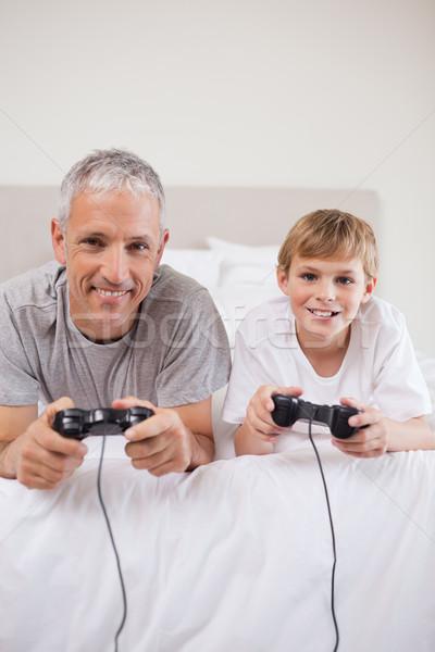 портрет мальчика отец играет Видеоигры спальня Сток-фото © wavebreak_media