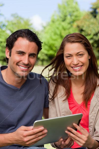 Mann Frau aussehen vor halten Tablet Stock foto © wavebreak_media