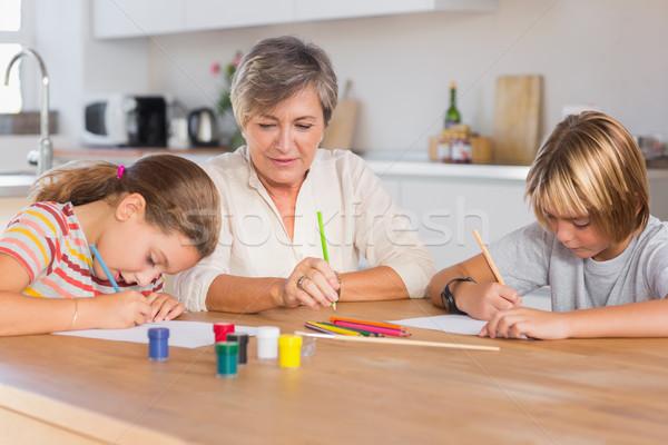 Nagyi unokák rajz komolyan konyha papír Stock fotó © wavebreak_media