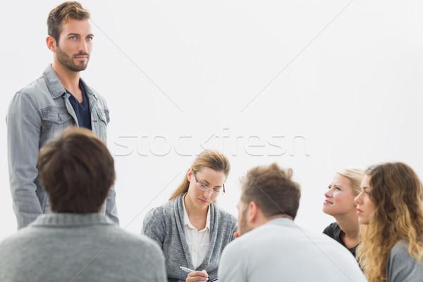 Grupo terapia sesión círculo terapeuta hombre Foto stock © wavebreak_media
