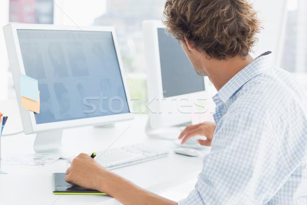 Artista disegno qualcosa grafica tablet pen Foto d'archivio © wavebreak_media