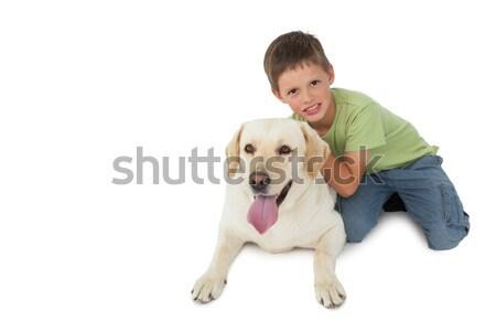 Aranyos kicsi fiú térdel labrador mosolyog Stock fotó © wavebreak_media