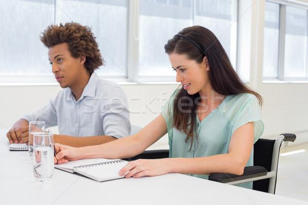 Aantrekkelijk zakenlieden zakelijke bijeenkomst werken bespreken vrouw Stockfoto © wavebreak_media