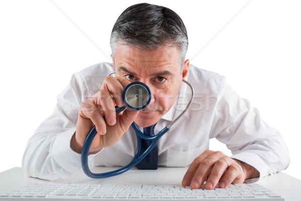 Maduro empresario ejecutando diagnóstico estetoscopio blanco Foto stock © wavebreak_media