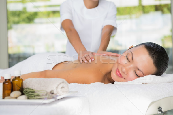 Zawartość brunetka powrót masażu spa kobieta Zdjęcia stock © wavebreak_media