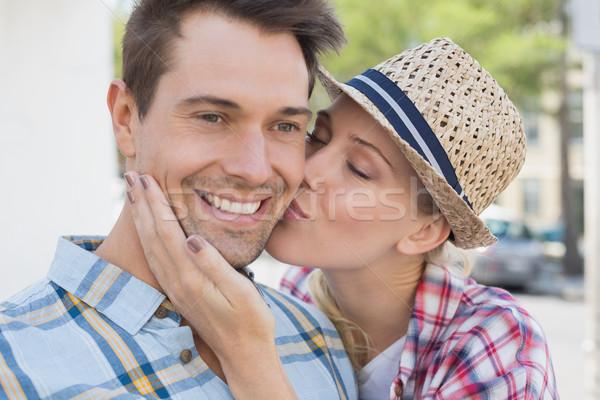 Młodych biodro para uśmiechnięty kamery kobieta Zdjęcia stock © wavebreak_media