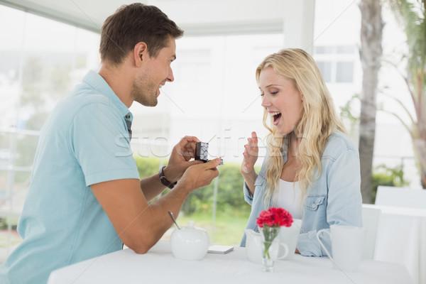 Uomo matrimonio scioccato fidanzata cafe Foto d'archivio © wavebreak_media