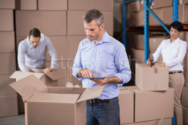 Foto stock: Almacén · trabajadores · hasta · cajas · grande