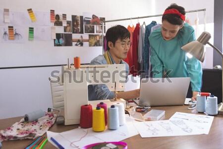 Feminino foto editor escritório vista lateral computador Foto stock © wavebreak_media