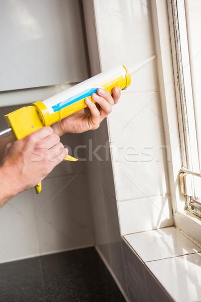 рук заполнение окна стены кухне рабочих Сток-фото © wavebreak_media