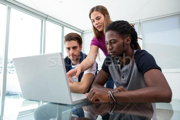 Creatieve team met behulp van laptop kantoor computer technologie Stockfoto © wavebreak_media