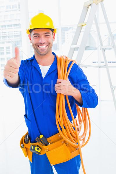Mannelijke technicus draad rollen Stockfoto © wavebreak_media