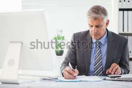 концентрированный бизнесмен рабочих столе человека пер Сток-фото © wavebreak_media