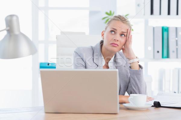 Frustré femme d'affaires tête main bureau femme Photo stock © wavebreak_media