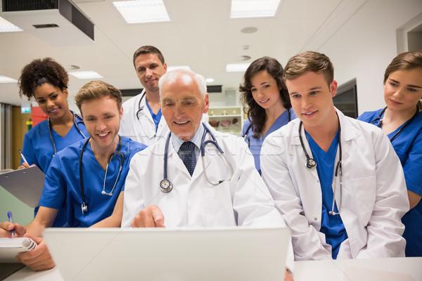 Stockfoto: Medische · studenten · hoogleraar · met · behulp · van · laptop · universiteit · computer